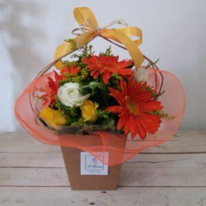 cappelliera con fiori misti a scelta - consegna a domicilio