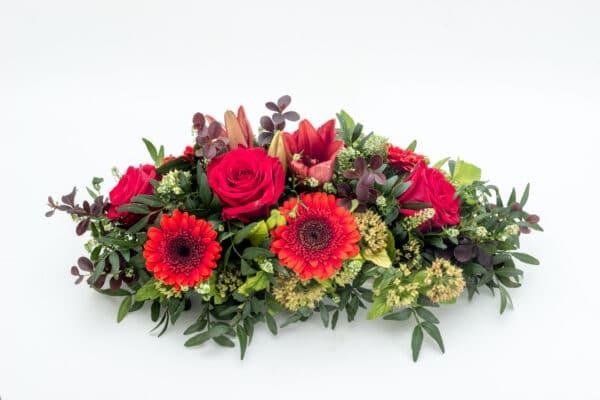 composizione di fiori misti sulle tonalità del rosso - consegna a domicilio