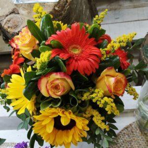 composizione di fiori misti sulle tonalità del giallo e dell'arancio - consegna a domicilio