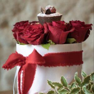 cappelliera di rose con tortino - regalo per san valentino - consegna a domicilio
