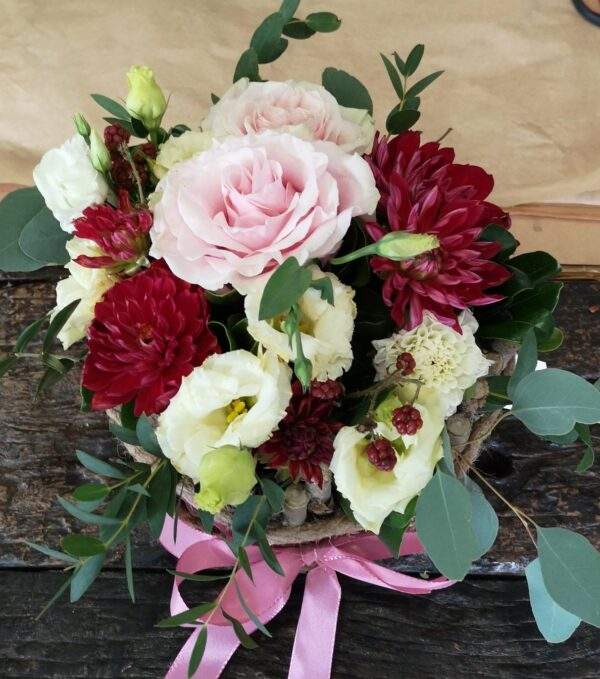 composizione di fiori misti sulle tonalità del rosa - consegna a domicilio
